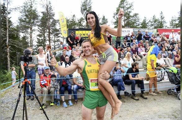 wife-carrying championship-match