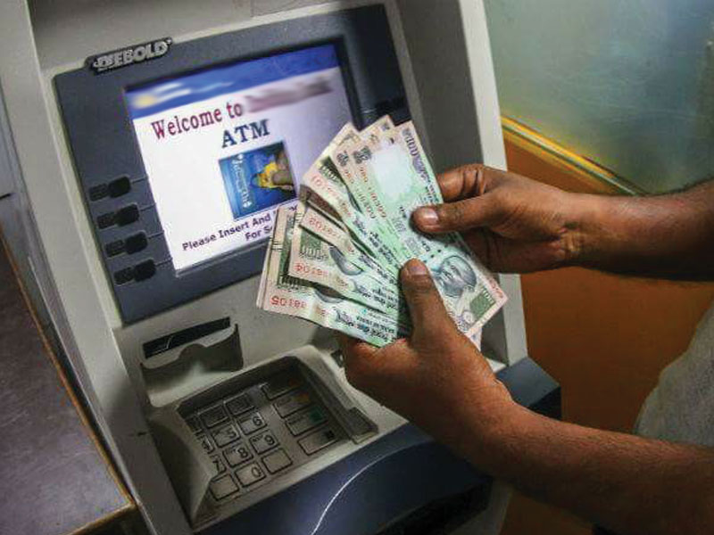 atm-machine-gives-more-cash-than-actually-entered-people-happy